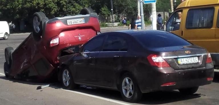 На вулиці Покровській у Житомирі трапилася ДТП за участі трьох автомобілів