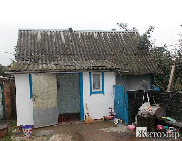 Житель Коростышевского района зарезал свою жену и повесился сам. ФОТО