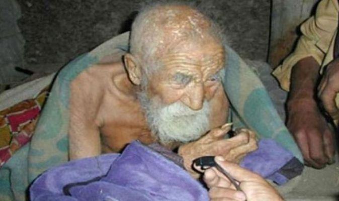 Односельчане уже начинают подозревать, что этот 182-летний мужчина бессмертен