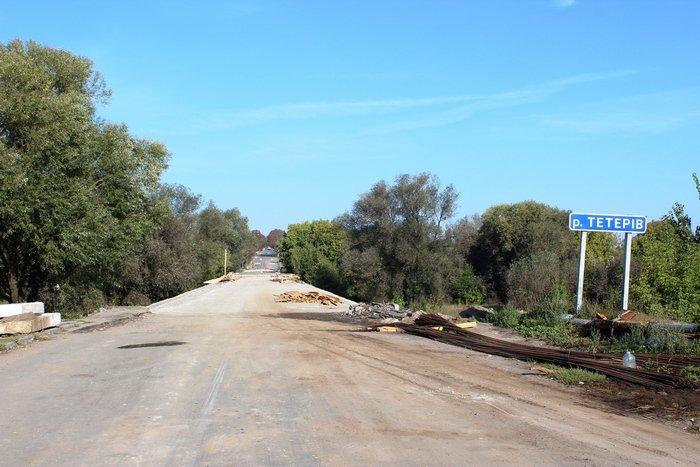 """На Житомирщині ремонтують міст на трасі """"Малин – Кочерів"""""""