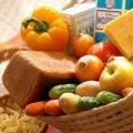 На Житомирщині небайдужі лишають у спеціальному місці продукти для пенсіонерів