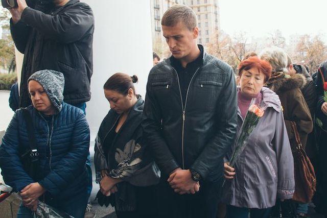 В Киеве попрощались с житомирянкой Мариной Поплавской. Очередь растянулась на сотни метров. ФОТО. ВИДЕО