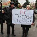 """У Черняхові """"Батьківщина"""" пікетувала райдержадміністрацію з приводу здирницького підвищення тарифів. ФОТО"""