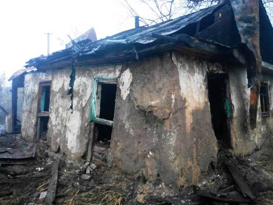 На Житомирщині пожежа забрала життя жінки, ще інша, яку знайшли в погрібі, залишилася живою. ФОТО