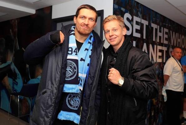 """Олександр Усик після бою відвідав матч """"Манчестер Сіті"""" та зустрівся з житомирянином, який грає за цей клуб. ФОТО"""