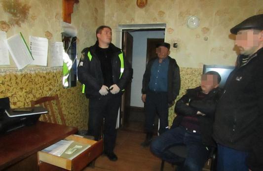 На Житомирщині п'яний водій пропонував поліціянтам 100 доларів, щоб ті його відпустили