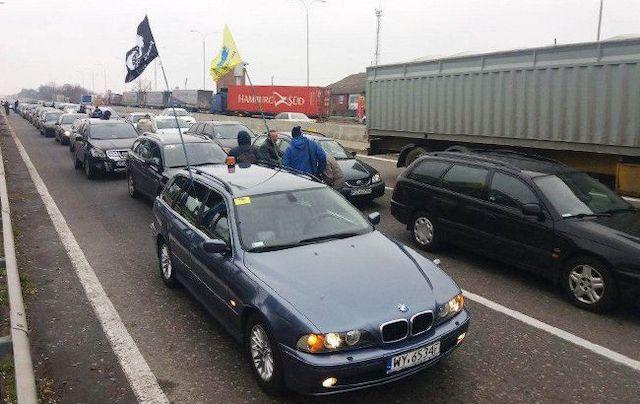 """""""Євробляхи"""" заблокували трасу під Коростенем. ВІДЕО"""