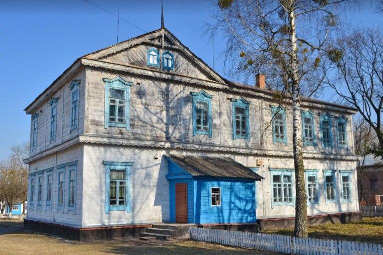 Будівля, яку збудували ще в 1895 році на Житомирщині досі служить школою для діток
