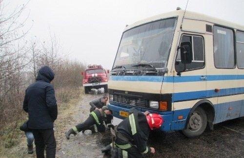 На Житомирщині рятували рейсові автобуси з пасажирами