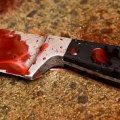 Жінка зарізала чоловіка ножем у серце. ВІДЕО
