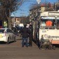 В Житомирі тролейбус збив інваліда-калясочника. ФОТО