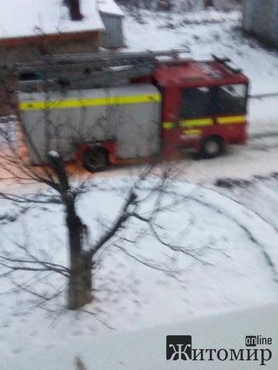 У Житомирі на провулку Пеперовому в підвальному приміщенні житлового будинку трапилася пожежа. ФОТО