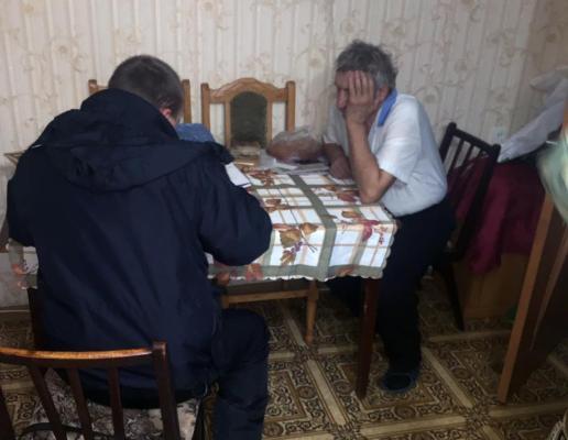 Не давав їсти та погрожував: в області пенсіонер знущався із дружини та 42-річного сина з інвалідністю