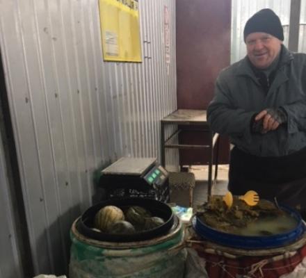 На Житньому ринку у Житомирі продають квашені кавуни. ФОТО