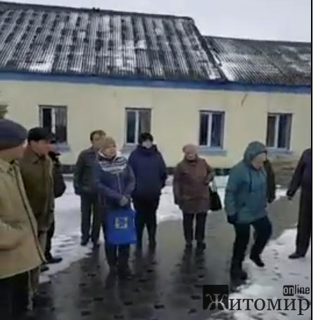 У селі Головине Черняхівського району вже сьомий день відсутнє світло. ВІДЕО