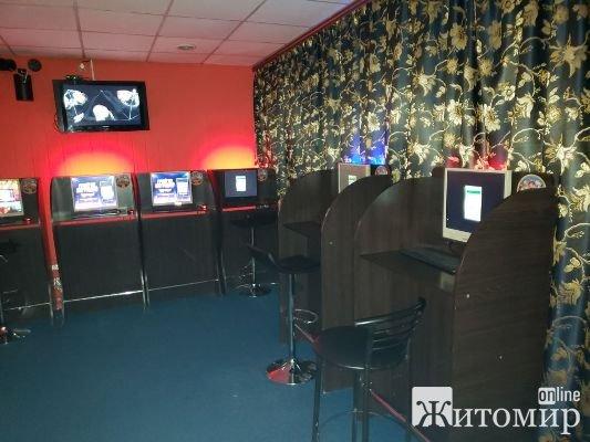 У Бердичеві припинили діяльність нелегального грального закладу, під час обшуку у якому виявлено комп'ютерну техніку та грошові кошти