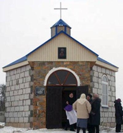На Житомирщині за два роки парафіянин своїм коштом збудував каплицю. ФОТО