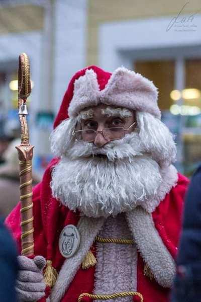Відомий житомирський лялькар спробував себе у ролі Діда Мороза. ФОТО