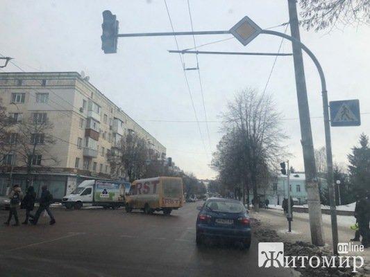 У Житомирі по вулиці Великій Бердичівській не працюють світлофори. ФОТО