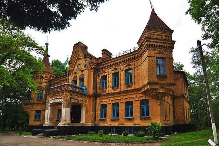 На Житомирщині є палац Уварової, який також відносять до володінь Терещенків.ФОТО