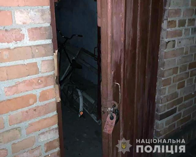 У Бердичеві поліцейські охорони затримали чоловіка під час спроби крадіжки. ФОТО
