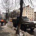 Приїзд Порошенка змусив комунальників почистити тротуари. ФОТО