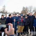 На Житомирщині Порошенко поспілкувався з сільськими хлопчаками, які грали у хокей на ставку. ФОТО