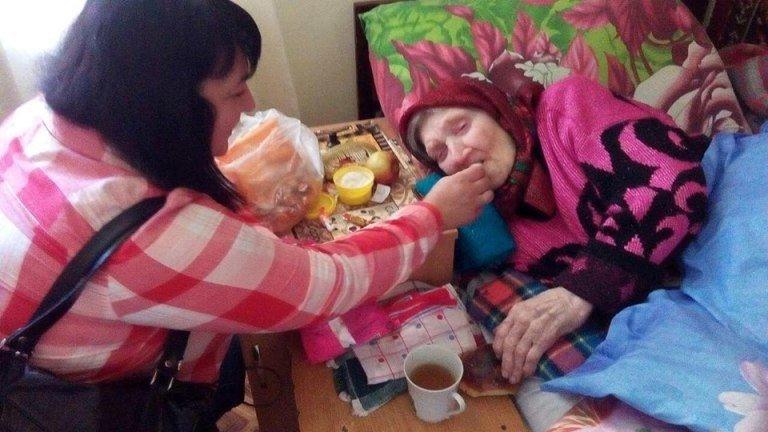 На Житомирщині волонтери прохають всіх небайдужих громадян допомогти у зборі коштів на придбання ванни для лежачих пацієнтів. ФОТО