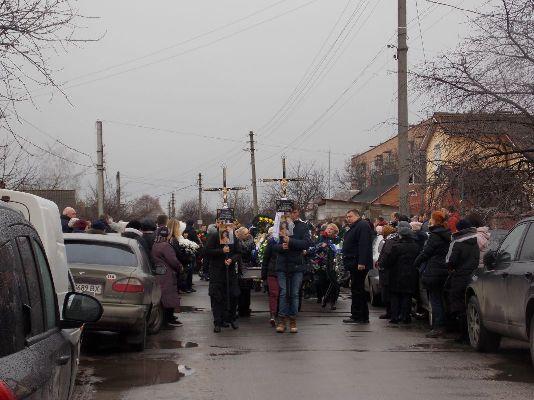 У Бердичеві кілька сотень людей провели в останній путь молоде подружжя, що загинуло від отруєння чадним газом