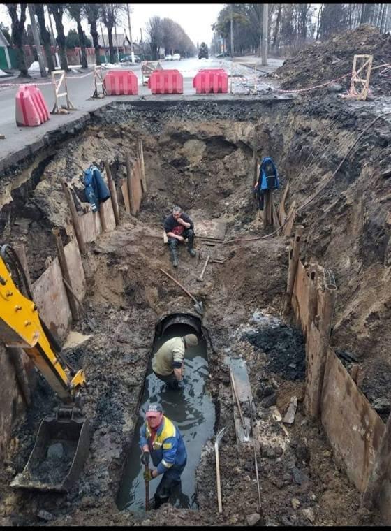 """В Житомирі працівники КП """"Житомирводоканал"""" продовжують аварійно-відновлювальні роботи. ФОТО"""