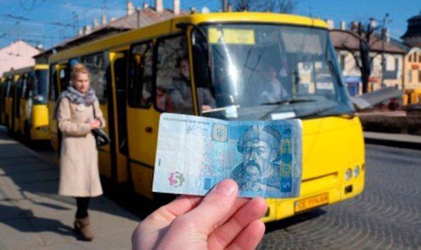 Водї маршруток у Житомирі незаконно обмежують безоплатні перевезення пільговиків. ВІДЕО