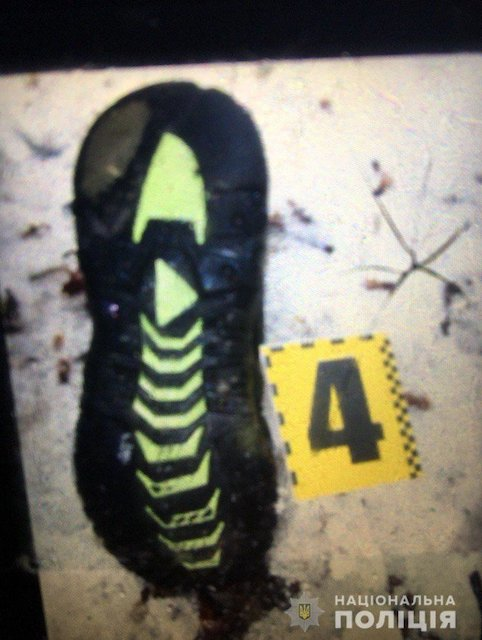 На околиці лісу Попільнянського району знайшли вбитим невідомого чоловіка. ФОТО