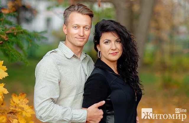 Бердичевского судью и его жену нашли мертвыми в ванной, их маленькой дочери повезло: в тот день она  ...