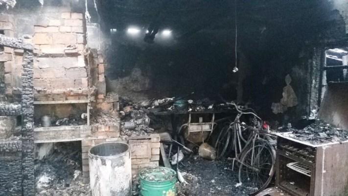 На Житомирщині під час ліквідації пожежі вогнеборці виявили тіло загиблого чоловіка. ФОТО