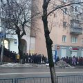 """Житомиряни займають чергу до """"Житомиргазу"""" з 7-ї ранку. ФОТО"""