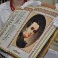 Єдина в світі повністю вишита книга – шедевр зроблений в Україні