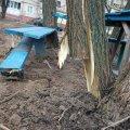 На Малікова працівники водоканалу розтрощили дитячий майданчик. ФОТО