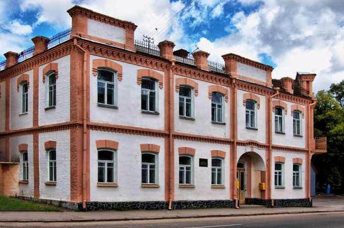 На Житомирщині збереглась до наших днів найстаріша мурована пам'ятка житлової архітектури далекого 1910 року. ФОТО