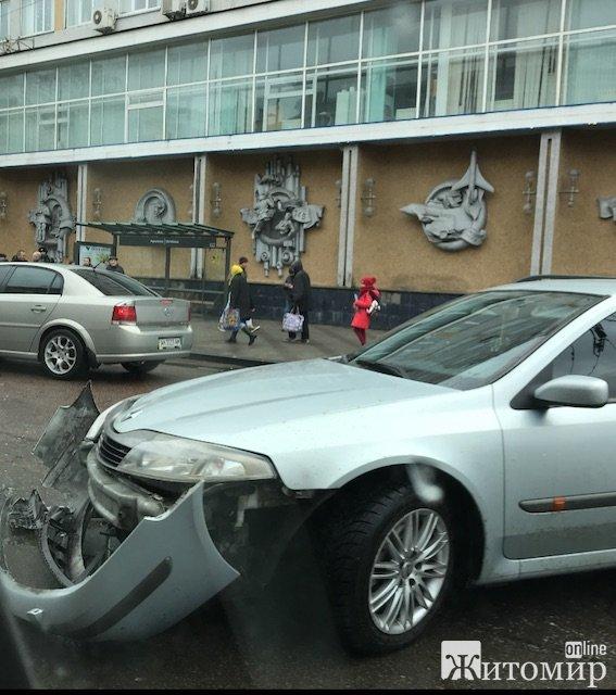 У центрі Житомира сталася аварія. ФОТО. ВІДЕО