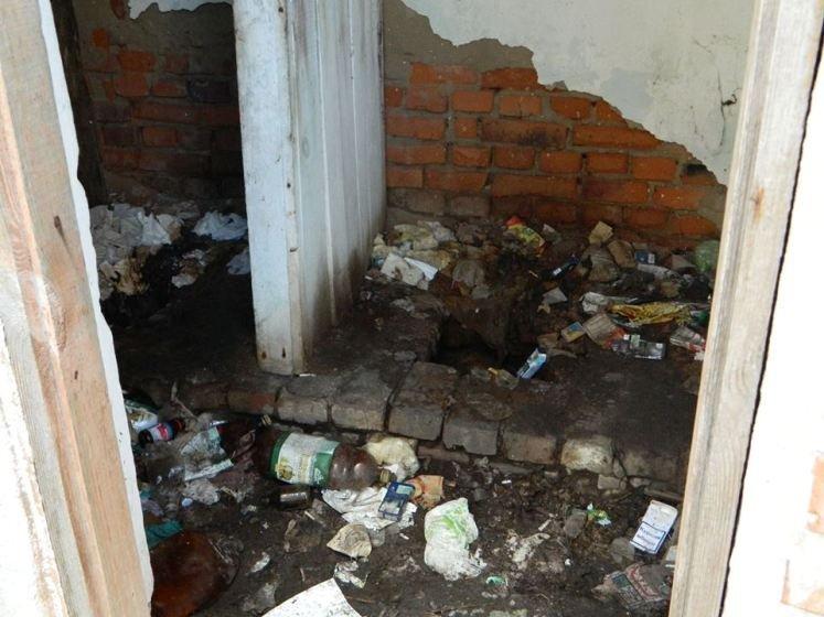 В центрі Малина людей жахає громадська вбиральня. ФОТО
