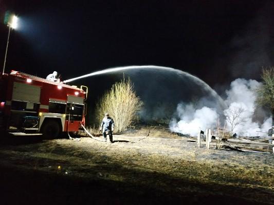 Через загоряння сухої трави на Житомирщині ледь не вигоріло село. ФОТО
