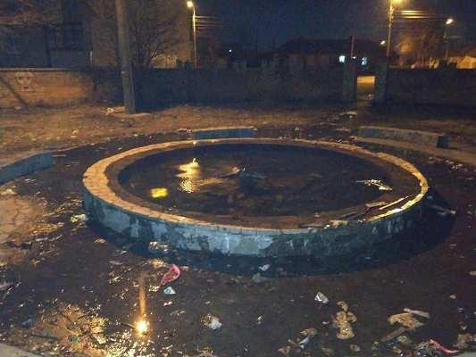 В Бердичеві на дитячому майданчику вирішили зробити басейн? ФОТО