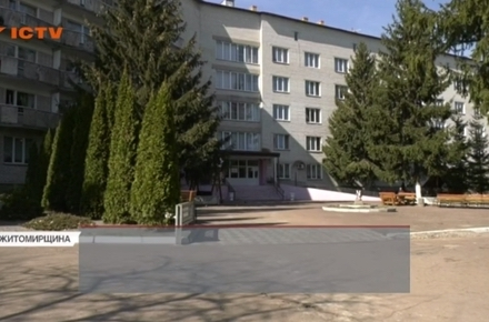 Жінку, яка випала з вікна пансіонату для літніх людей у Бердичеві, влаштували до закладу обманом. ВІ ...
