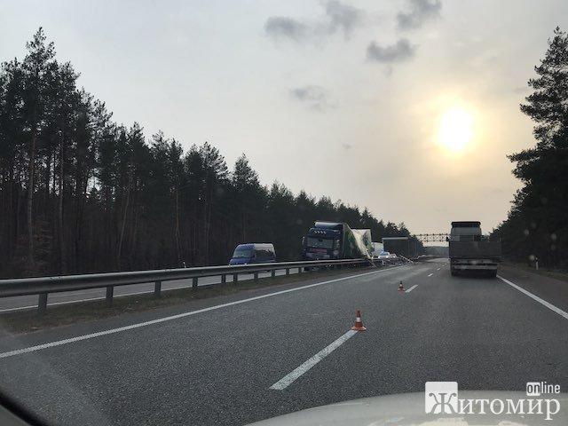 На трасі Житомир-Київ сталася аварія. ФОТО
