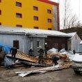 В Коростышеве врачи борются за жизнь дочери женщины, погибшей под обломками сорванной ураганом крыши маркета