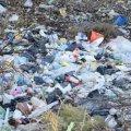 На Олевщині люди влаштували стихійне сміттєзвалище під будинками. ФОТО