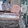"""Вікна в діючому """"клубі"""" Овруча забиті кусками фанери, а стіни, напевно, не ремонтувалися з дня будівництва. ФОТО"""