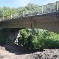 Двоє нетверезих молодиків, не втримавши рівновагу, впали з мосту у Житомирі