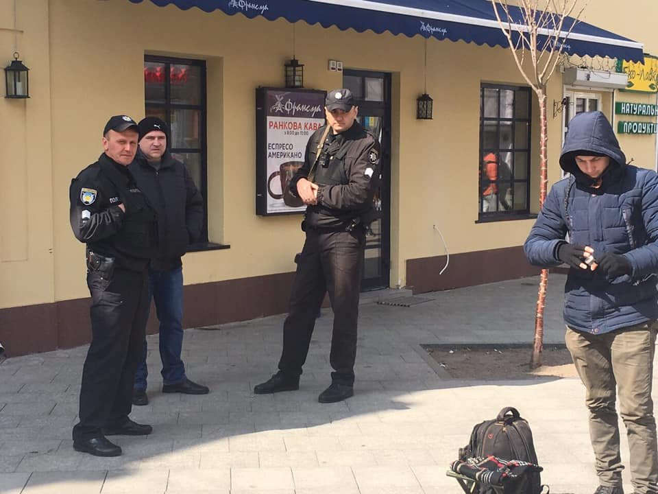 Проїхатись Михайлівською аби вигнати молодого бандуриста: Поліція в ділі. ФОТО