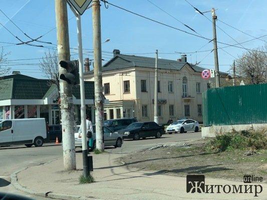 ДТП в Житомирі на перехресті вулиць Грушевського та Покровської. ФОТО